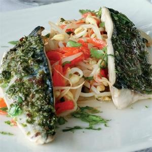 Filets de maquereaux au four, tartare d'algues de St Lunaire et pousses de soja